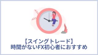 丸い時計の横で女性が手で針の上に座っている